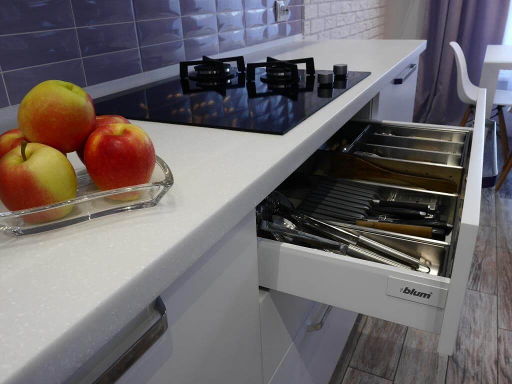 Фурнитура Blum и рабочая зона на кухне